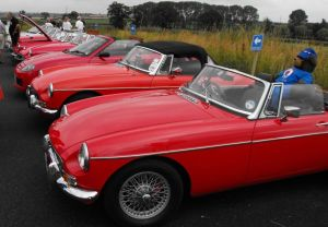 2014-07-20, Icecream Sundae, Classic Car Funday (10) row of red MGs