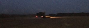 2014-09-03, Apley harvesting 20h19 cropped