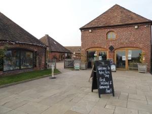 2014-09-18, Apley Farm Shop front entrance