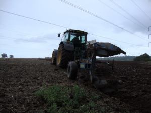 2014-11-06, Ploughing to prepare the seed beds before drilling oats