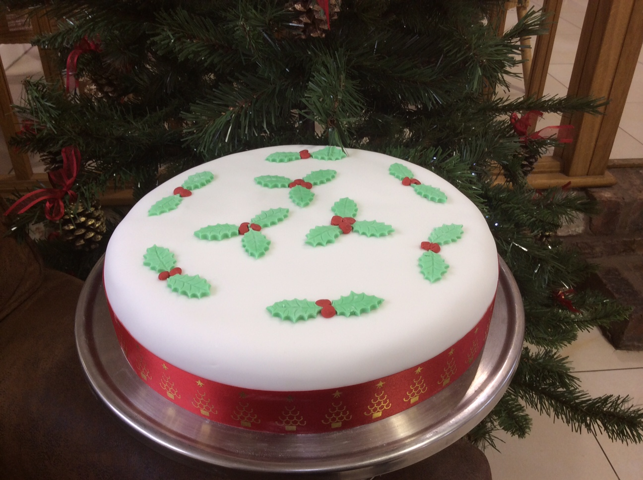 Julie s homemade hand decorated christmas cakes at apley for Iced christmas cakes