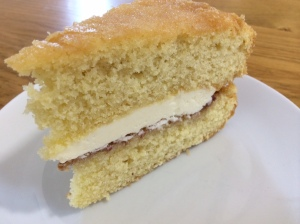 2015-04-21, Victoria sponge with fresh cream