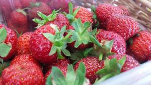 2015-06-30, Wimbledon strawberry display (10)