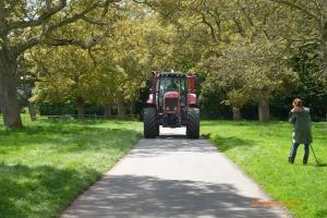 2015-05-30, Agata Summer film, Adrian tractor spraying 2