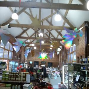 2015-11-11, Christmas angels hanging in farm shop 2