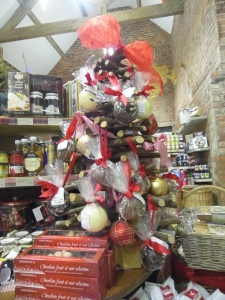 2015-11-11, Neill Mapes tree & chocolate balls