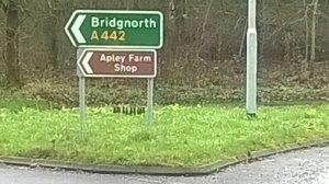 2015-12-16, AFS road signs A442 (2)
