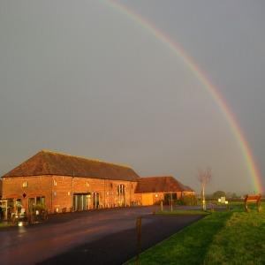 2016-06-07, 8h30 AFS rainbow over the farm shop