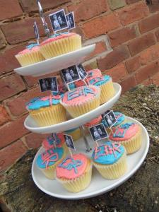 2016-04-21, Queen's 90th birthday cupcakes 2