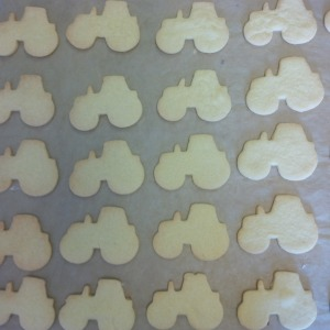 2016-06-03, Open Farm Sunday preparation, tractor biscuits by Lisa