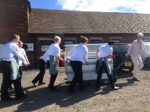 2016-07-17, Staff team work moving chiller 2
