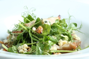 Blue cheese & walnut salad